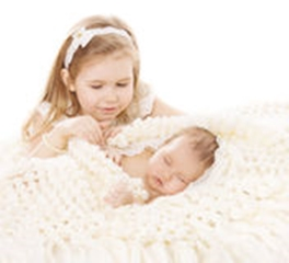 baby-girl-newborn-boy-sister-little-child-sleeping-brother-new-born-kid-birthday-family-love-concept-49757612_didinta
